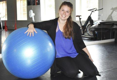Har drømmejobben: Marit Lilleødegård er tilbake igjen i Tvedestrand etter studieår på folkehøyskole og danseakademi. Hun stortrives med jobb på DDD/TTT. Foto: Anne dehli