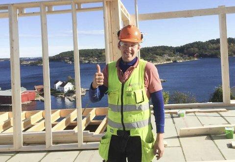 - Gøy å bli nominert, sier Jonas Henriksen. Han er opptatt av å være hyggelig og positiv både overfor  kunder og kollegaer. Privat foto