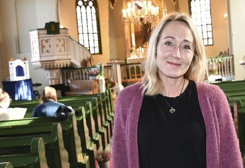 Stortrives i jobben sin: Sissel Andreassen er organist og trosmedarbeider i Dypvåg, Tvedestrand, Holt menighet.                               Foto: Anne Dehli