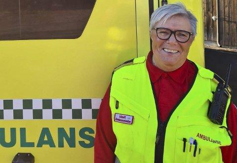 Vet aldri hva dagen bringer: Som ambulansearbeider må man være forberedt på at ting fort kan skje. Marit Opheim trives veldig godt i yrket sitt. To av sønnene hennes har fulgt i mammas fotspor. Foto: Preben Karlsen