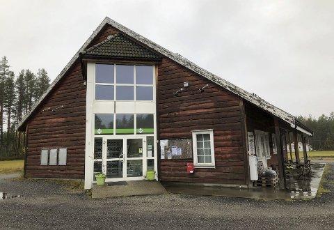 Bygningen eies av Dølemo grendelag, og bygdefolket jobber nå dugnad for å gjøre alt klart til åpningen. Arkivfoto