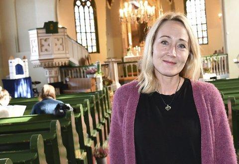 Sissel Andreassen slutter etter å ha vært organist i Tvedestrands kirker i over 15 år, men fortsetter som trosopplæringskoordinator. Arkivfoto