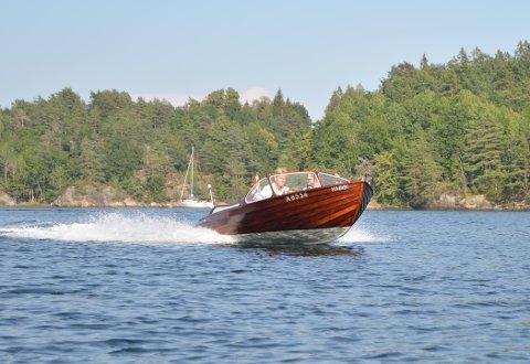 Tilbake: Minnet etter Grete og Herman Abrahamsen, båten Habibi, er endelig tilbake på fjorden og går som bare det.