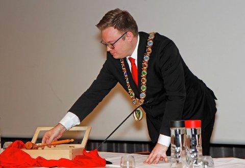 Pakket ned: Det ble en symbolsk handling da Even Aleksander Hagen pakket ned ordførerklubba for siste gang.