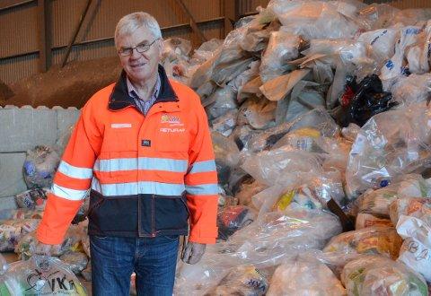 Regler: Daglig leder i VKR, Eivind Berg, ber folk innstendig om å følge reglene og holde avstand når de ankommer miljøstasjonen med helt nødvendig avfall.