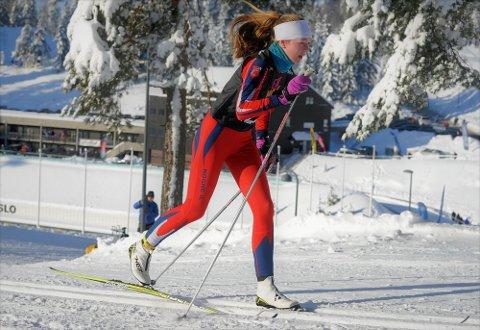 Påmeldt: Hedda Nyhagen fra Rogne idrettslag er påmeldt i jenter 16 år i helgas skrautvålsrenn i klassisk stil. Her er hun i fin diagonalgang i Holmenkollen.