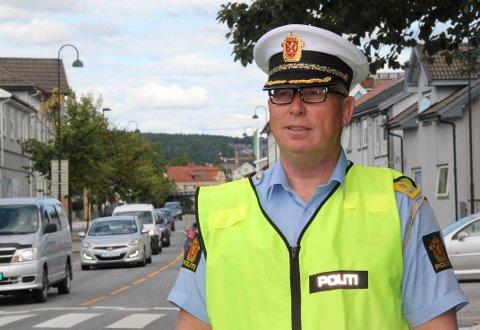 UTRYKNINGSPOLITIET: Sommeren er høysesong for alvorlige ulykker. Konstituert UP-sjef Roar Skjelbred Larsen i Utrykningspolitiet varsler mange kontroller i sommer, blant annet for å få ned farten på veiene.