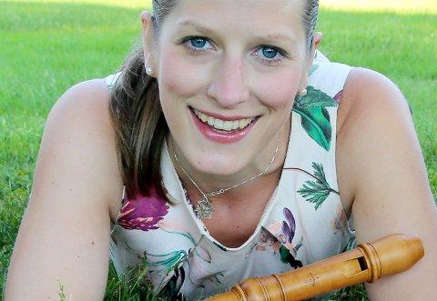 Nesoddkantor Ingeborg Christophersen  er også en profilert instrumentalist både på cembalo og blokkfløyte. Onsdag 29.  juli blir hun å høre under olsokfeiringa på Follo museum.