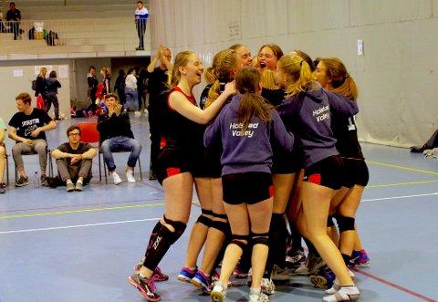 Sterk lagånd og treningsvilje har ført Holstad-jentene fram til flere sluttspill denne våren.