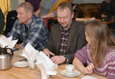 Gunnar Skuggevik, Roger Bach og  Lise Almskår Aasgård under  kommunestyremøtet i februar.
