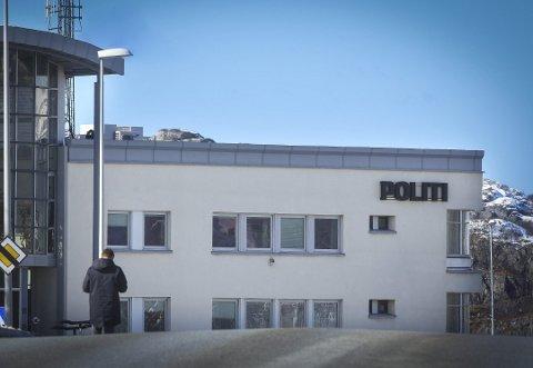 Etter å ha blitt pågrepet og innbragt til politistasjonen i Bodø, stjal han varer til en verdi av over 8.000 kroner - på politistasjonen.