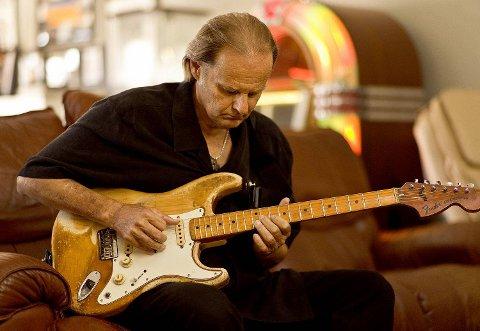 Det tok sin tid før Walter Trout fikk kreftene tilbake og klarte å spille på sin trofaste Fender Stratocaster.