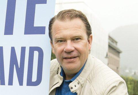 NAVN: Bjarte Hjelmeland STILLING: Skuespiller/regissør