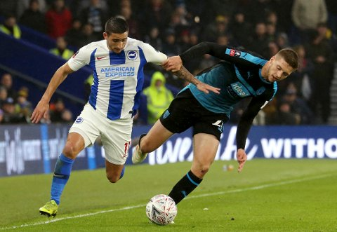 Brighton & Hove Albion og Anthony Knockaert (t.v.) klarte bare 0-0 hjemme mot West Bromwich Albion og Sam Field i den første FA-cupkampen mellom lagene. Onsdag er det klart for omkamp på the Hawthornes. (Isabel Infantes/PA via AP)