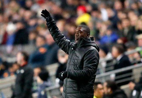 Kamerun-manager Clarence Seedorf stilte med en defensiv lagoppstilling mot Ghana sist. Det gjør han ikke mot Benin.  (AP Photo/Frank Augstein)