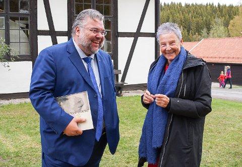 GODE VENNER: Nå er stortingsrepresentant Morten Wold og direktør Tone Sinding Steinsvik vel forlikte, men slik har det ikke alltid vært.
