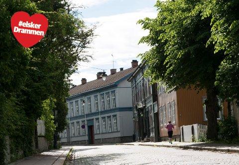 INN I EN SVUNNEN TID: Øvre Storgate er en godt bevart perle. Ingen hemmelighet for oss som bor i Drammen, men hvis du lurer på hvor du skal ta med gjester som vil se Drammen, dra hit da vel.