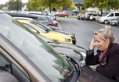 MER KONTROLL: – Må til for å håndheve parkeringsbestemmelsene, sier Aina Henninen. Hun er leder av handelsstanden i Mjøndalen.