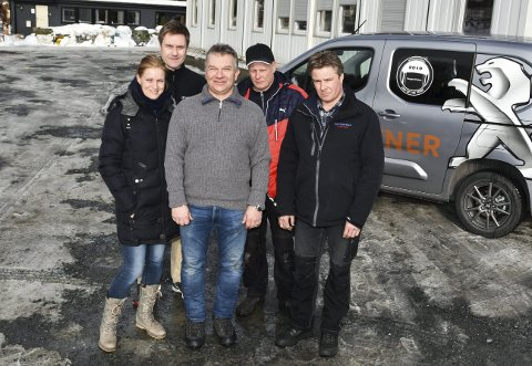 TAKKER: Thrine Jensen (f.v.), Frode Steen, Morten Slettemo, Knut Bråten og Bjørn Bråten.