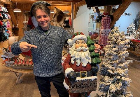 MIN VENN JULENISSEN: Innehaver José Mijares har valgt å satse på jula.