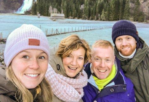 Florø Fotball-keeper Renze Fij har besøk av familien, f.v. kjærasten Nadja Wiegerink, mor Marian Tekelenburg, far Pim Fij og Renze sjølv.
