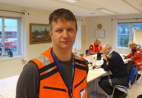 RØDE KORS HELD FRAM: Leiar i Aurland Røde Kors, Stian Loven, seier dei ikkje er innstilte på å avslutte søket etter sambygdingen som har vore sakna sidan sist måndag.