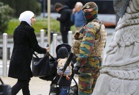 Belgia etter terrorangrepet: En soldat på vakt utenfor EU-hovedkvarteret.