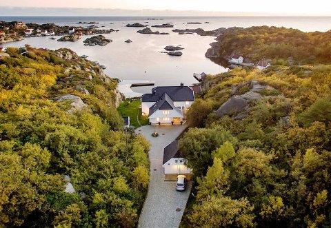 NORGES STØRSTE PÅ DET ÅPNE MARKEDET: Tomten på Sørlandet er praktfull. Nå kan den bli din om du har 40 millioner kroner til overs. (Foto: Mats Holst)