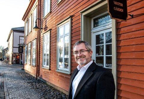 På flyttefot: Advokat Svein Inge Johansen flytter fra Vægtergården i Gamlebyen. Nå blir han en del av advokatene i Lykkeberg.