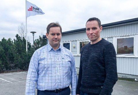 Daglig leder Lasse Johansen (tv) i Solid Entreprenør har 220 polske ansatte. Selskapet betaler nå koronatestene  polakkene må ha før de slipper inn i Norge. Her må de rett i 10 dagers karantene på brakkeriggene. Til høyre er regionsjef Rune Magnussen, fotografert i en annen sammenheng.