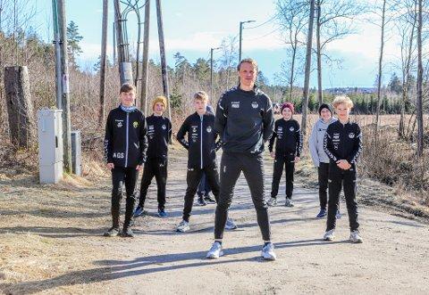 Stein Tore Tøsse utfordret spillerne sine til å løpe. Avtalen var at han skulle løpe samme distanse som alle spillerne til sammen.