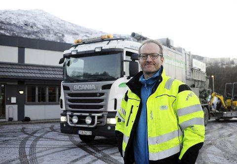 DAGLIG LEDER: Florian Aschwanden hos A. Markussen AS i Narvik foran hovedkvarteret i Teknologibyen og selskapets supersuger. Foto: Roger Danielsen