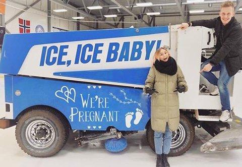Skal bli foreldre: Mari-Elena Dragly og Max Davis Lind slapp nyheten med dette bildet på Facebook i helga.