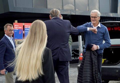 """POSITIV: Jonas Gahr Støre, her på besøk i Narvik, beskriver initiativ for å bygge mer forsvarsindustri i nord, som """"interessant""""."""