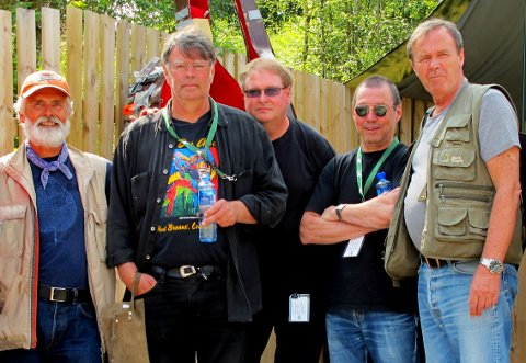 BANDET: Eystein Moen fra Horten( i midten, gitar, og vokal) spiller i Cajun Mock Frogs sammen med Jon Kleiser (enrader og vokal), Ketil Ege (fele),  Jens Karlsen (bass) og Harald Aanes (trommer, perkusjon).