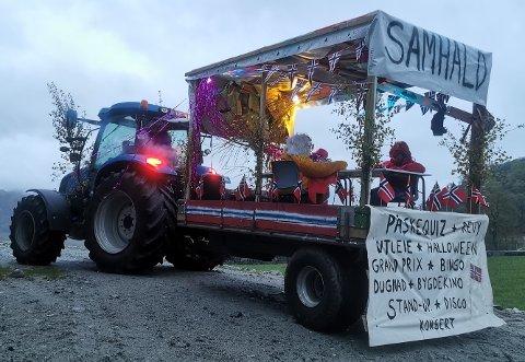 Samhald prøvde å oppsummere mest mulig av sin virksomhet på én traktorhenger.
