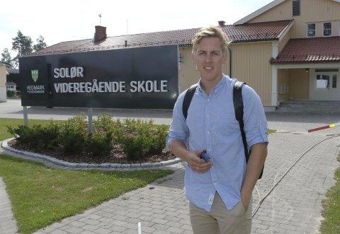 SAMLER: – Solør videregående har kommet i bakleksa med investeringer, og det er ingen fordel når nedleggelse truer. Nå må solunger reise seg for å vise at vi vil kjempe. Vise at vi vil noe med samfunnet og utviklingen av næringslivet. Det blir tøff konkurranse, derfor er det viktig at vi står samlet, sier Kristian Botten Pedersen.