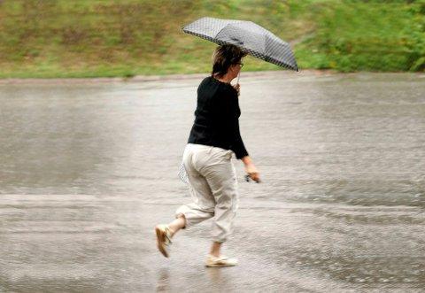 Tirsdag blir det regnvær.