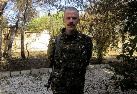 EN KRIGER: Karl Håkon Gulbrandsen (28) reiste fra Norge for å delta i kurdernes kamp. Fire år senere ser han fortsatt ikke for seg å flytte tilbake.