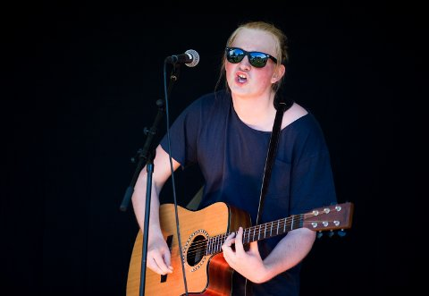 """Vetle Øvstehage (17) fra Vingrom åpnet arrangementet med tre låter, deriblant """"Hurt"""", """"Home of the Blues"""" og """"Walking Blues""""."""