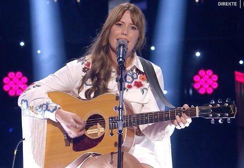 ER MED VIDERE: Hege Øversveen i Stjernekamp. Lørdag framførte hun Shania Twains «You're Still The One» i favorittsjangeren, country.