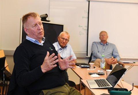 Konsersjef hos Fatland, Terje Wester (nærmest) var på Otta torsdag samme med Noralf Jæder i Jæder og leder for Fatlands slakterivirksomhet i Oslo, Axel Dønnum Jensen.  De er mer optimister nå enn før med tanke på et nytt slakteri på Otta.