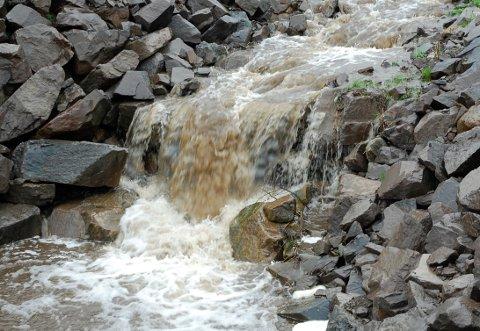 Frykter forurensning: En gårdbruker har fått pålegg om å sikre et gjødsellager, for å hindre avrenning til vann.