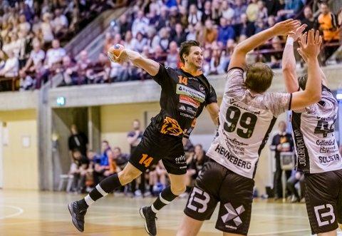 TAPTE: Kristoffer Stenberg Henriksen og HTH prøvde, men tapte NM-semifinalen for Elverum.