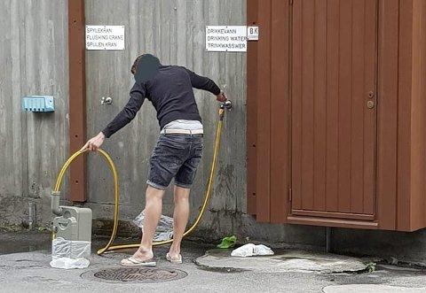 Drikkevatn: Ein bør kanskje vera forsiktig med å fylla vassflaska si her. foto: privat
