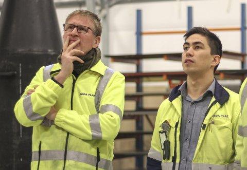 Jobbar innovativt med plast: Dagleg leiar i Odda Plast Jan Jaap Boot og produksjonskoordinator Thomas Strand. alle foto: Synnøve nyheim