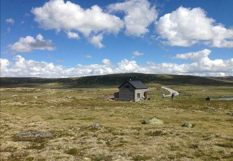 I DET FRI: Man blir ikke plaget av naboene når man er på denne hytta på Hardangervidda.