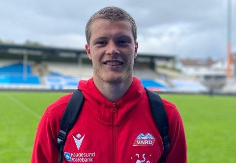 DRAR VESTOVER: Erling Flotve Myklebust skal score mål på Færøyene i 2021.
