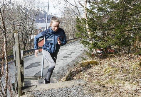 TRENINGSVILLIG: Ingen tvil om at Eirin Maria Kvandal både er treningsvillig og har et bra toppidrettshode. Her er hun hjemme i Kjerkelia i Mosjøen under koronaperioden.  Foto: Per Vikan