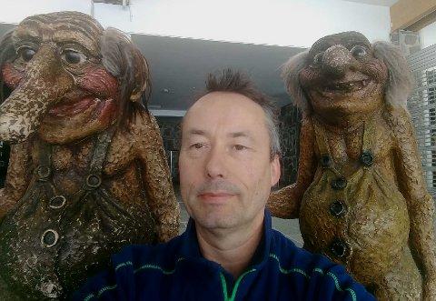 NYE VENNER: Etter ti dager alene på Nordkapp-platået har Tom Wangsholm fra Moss skaffet seg noen alternative venner.